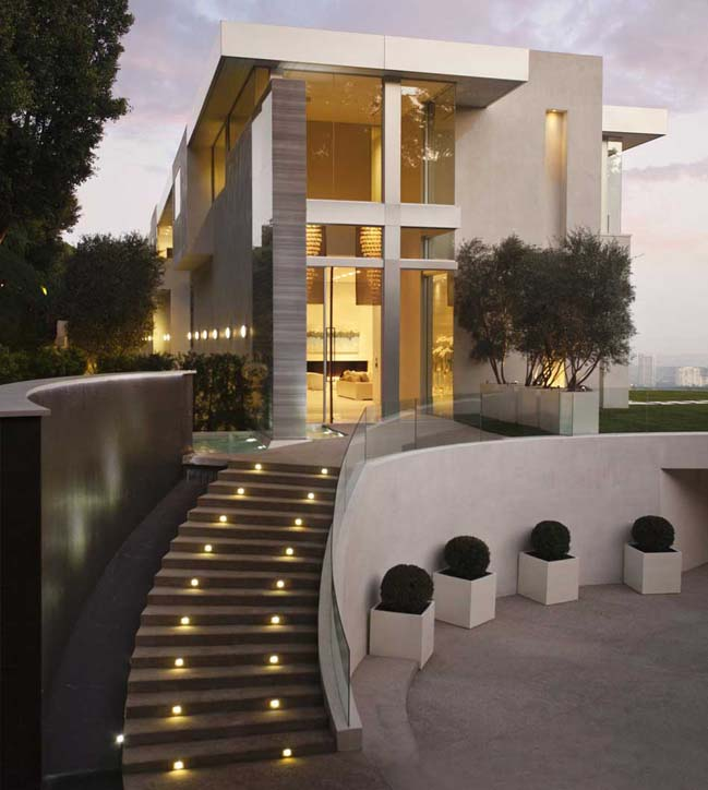 Luxury House In Los Angeles California: Luxury Villa With A Circular Court In Los Angeles