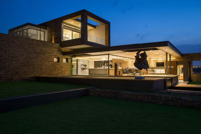 Modern villa inspired by nature in South Africa
