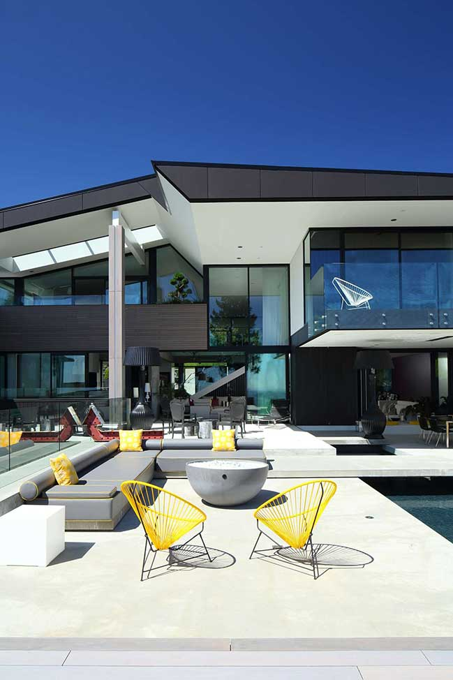 Modern villa design stunning view in Vancouver