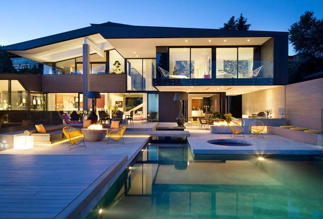 Modern villa design stunning view in vancouver for Modern home plans canada