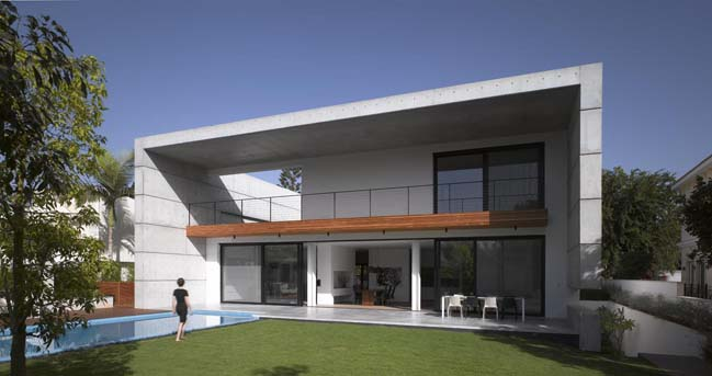 Concrete house by Pitsou Kedem Architect