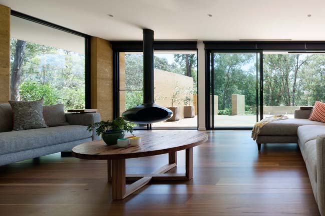 Park Orchards: House renovation by Pleysier Perkins Architects