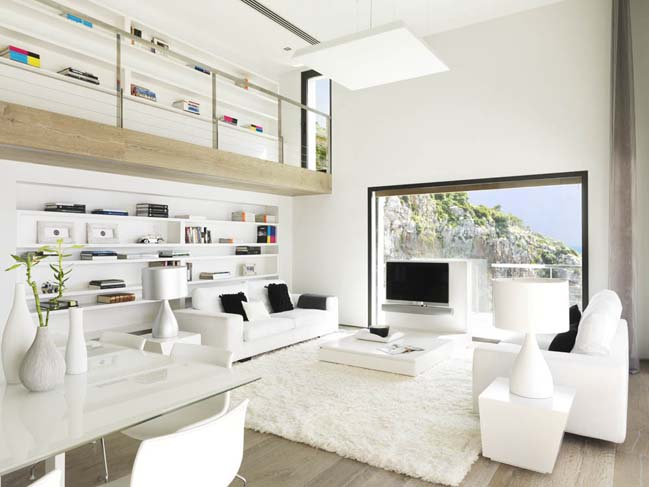 villa with pure white interior by Susanna Cots Interior Design