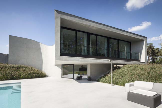 Modern villa with curved walls by OOA