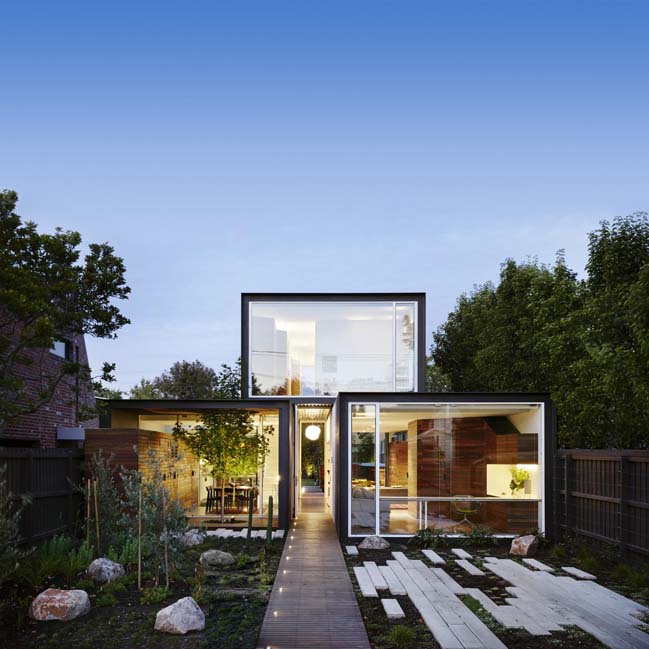 THAT House: Contemporary two storey house in Australia