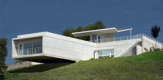 concrete house with floating structure and roof garden - Concrete House