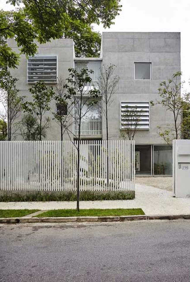 Concrete house by Metro Arquitetos