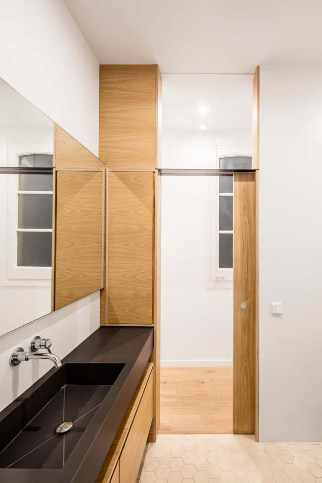 Apartment renovation by EO Arquitectura