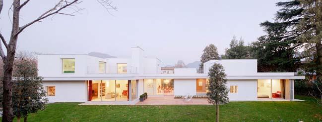 White modern villa by SCAPE