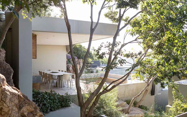 Concrete house by Nico Van Der Meulen Architects