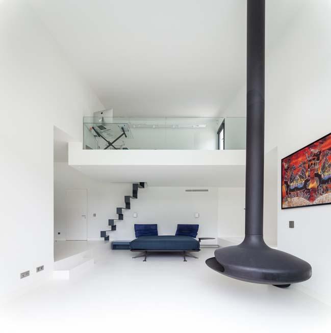 Modern villa in Cascais by Fragmentos