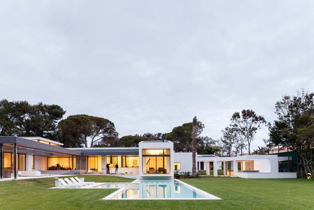 Modern villa in Cascais by Fragmentos