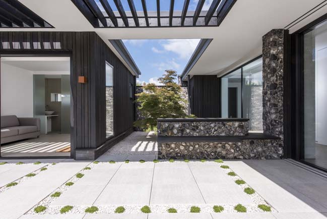 Energy efficient house by Jestico + Whiles