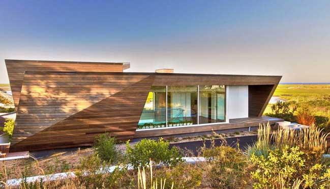 Cape Cod Beach House by Hariri & Hariri Architecture