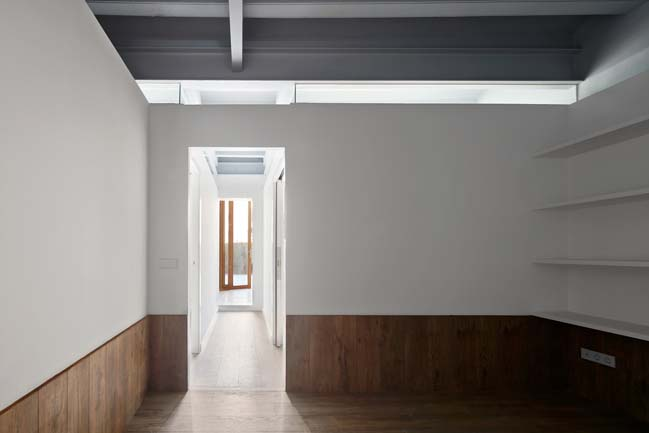Apartment renovation in Barcelona by RAS Arquitectura