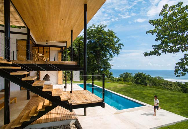 Modern house in Costa Rica by Benjamin Garcia Saxe