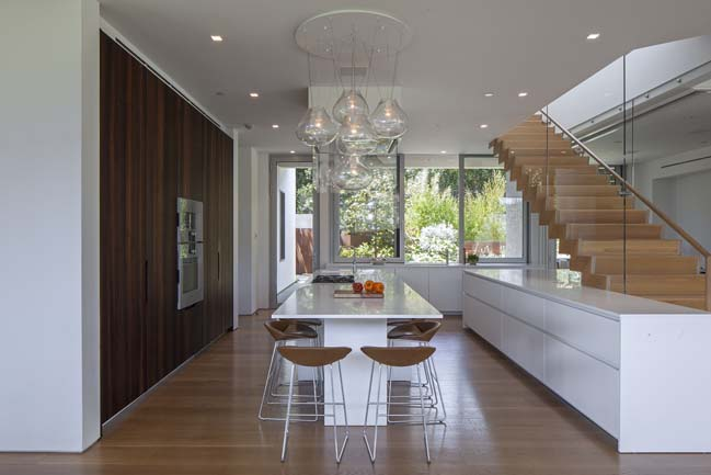 Modern three-story house in Los Angeles by Belzberg Architects