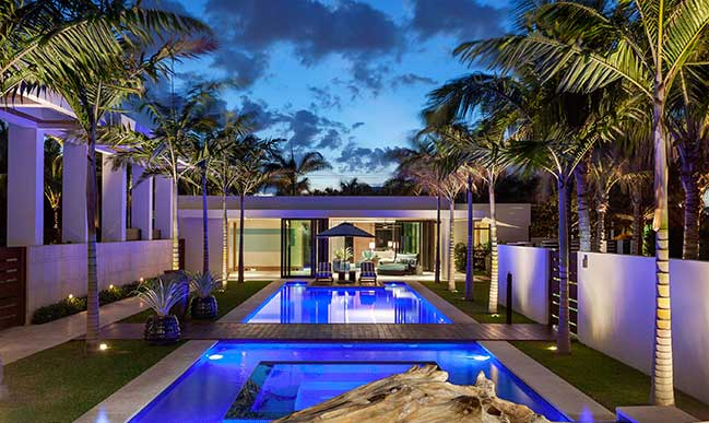 Luxury courtyard contemporary villa in Florida
