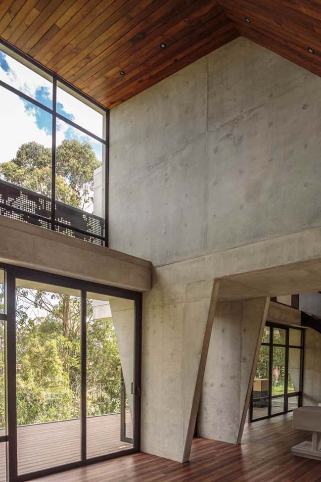 Concrete house in Colombia by PLAN:B