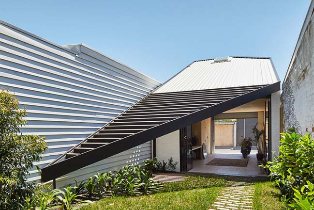 The Kite: Modern house in Australia by Architecture Architecture