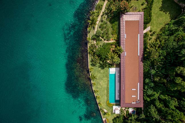 Video: Dream house on island in Brazil by Jacobsen Arquitetura