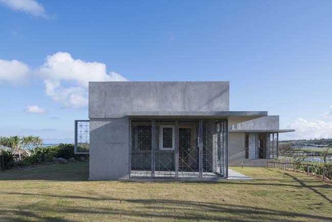 Villa in Yoron by Case-Real