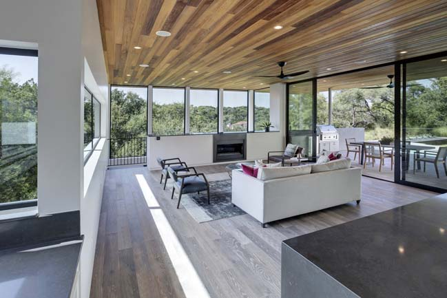 Luxury modern house in Texas by Matt Fajkus Architecture