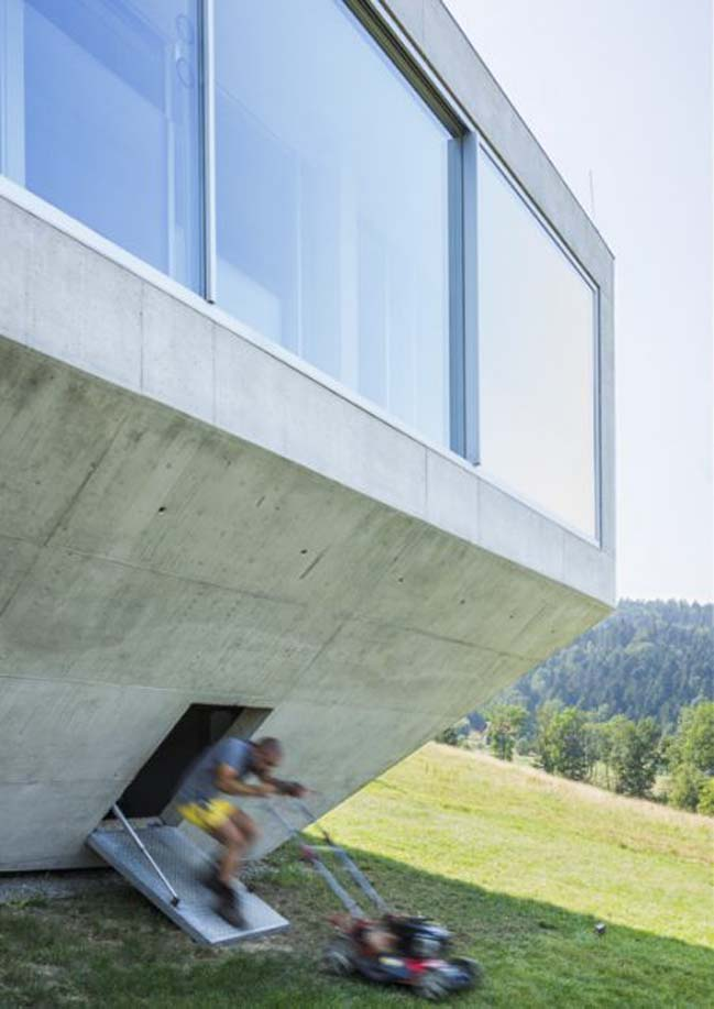 Wonderful concrete house design by KWK Promes
