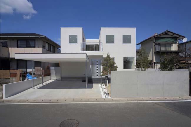 White modern house by YDS Architects