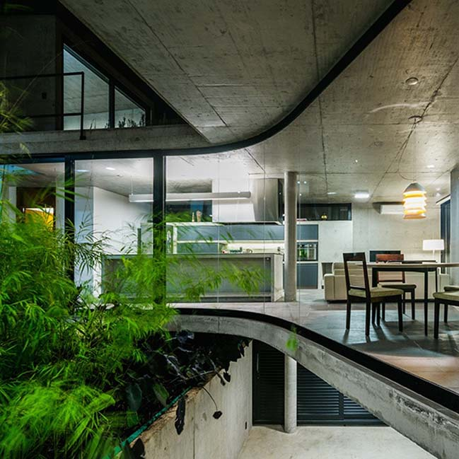 Modern concrete and glass house by Obra Arquitetos