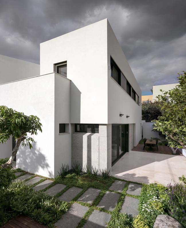 Givatayim House by Amitzi Architects