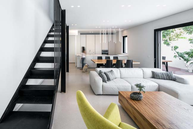 Givatayim House by Amitzi Architects