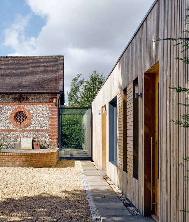 Contemporary extension for a history house by Adam Knibb Architects