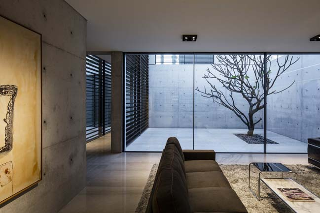 Luxury concrete house by de Lange design