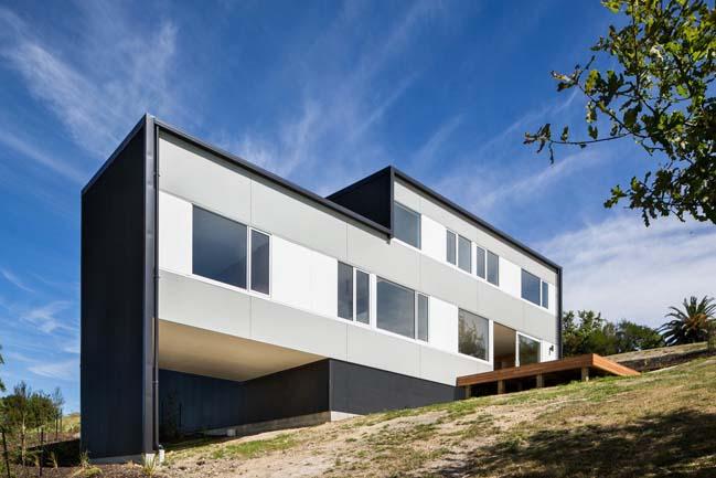 Modern beach house in Tasman Bay by Parsonson Architects