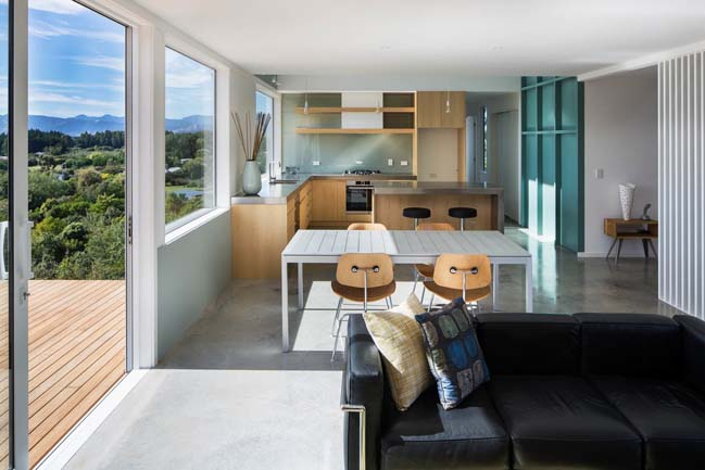 Modern beach house in Tasman Bay by Parsonson Architects