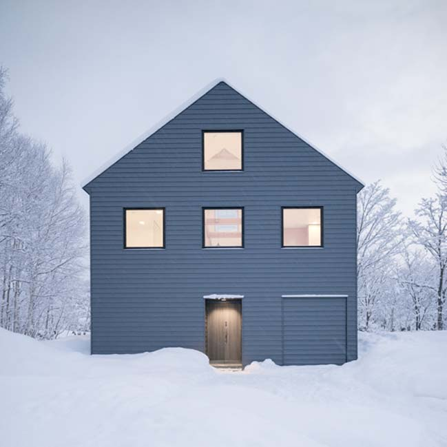 Two-storey winter chalet by Florian Busch Architects