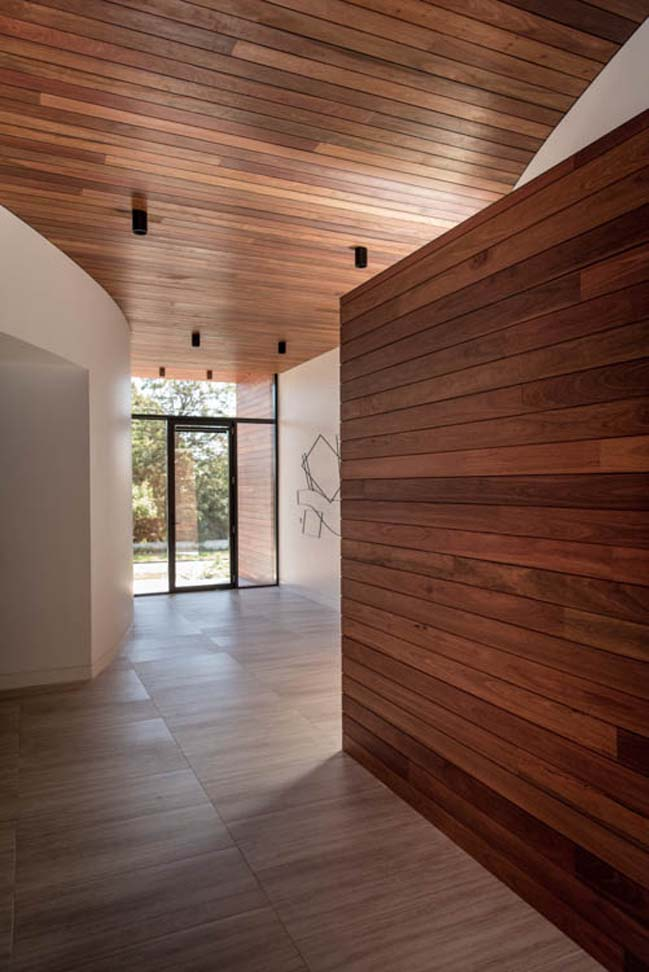 Modern suburban house in Ivanhoe by KUD