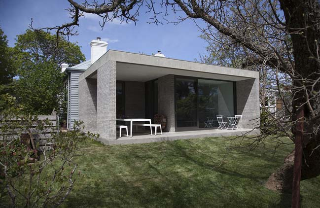 Trentham House by Adam Kane Architects
