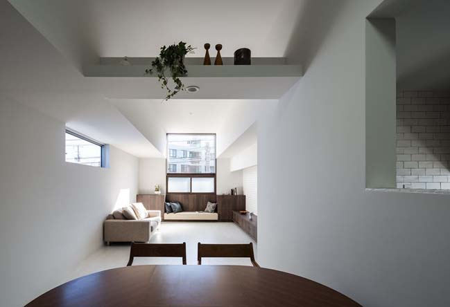 White modern townhouse in Japan by FORM / Kouichi Kimura Architects