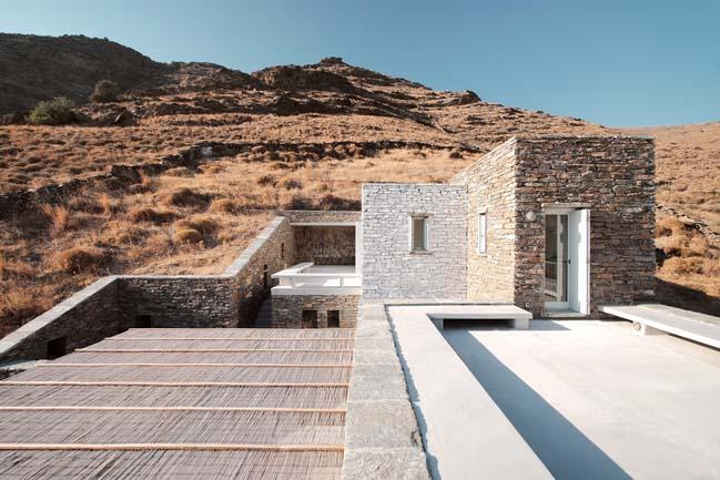Rocksplit House by Cometa Architects