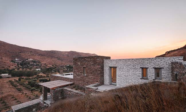 Rocksplit House by Cometa Architects
