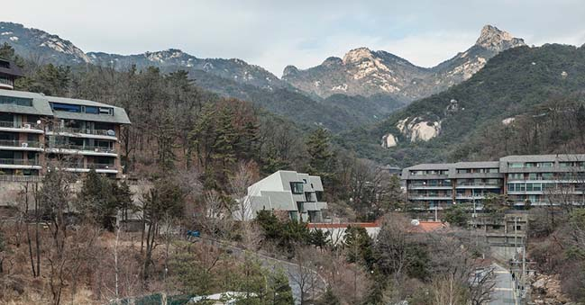 Modern house in Seoul by poly.m.ur