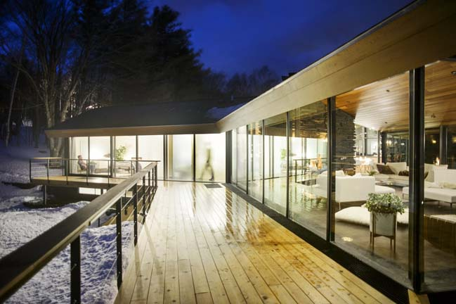 Trefoil Glass House by JROC DESIGN