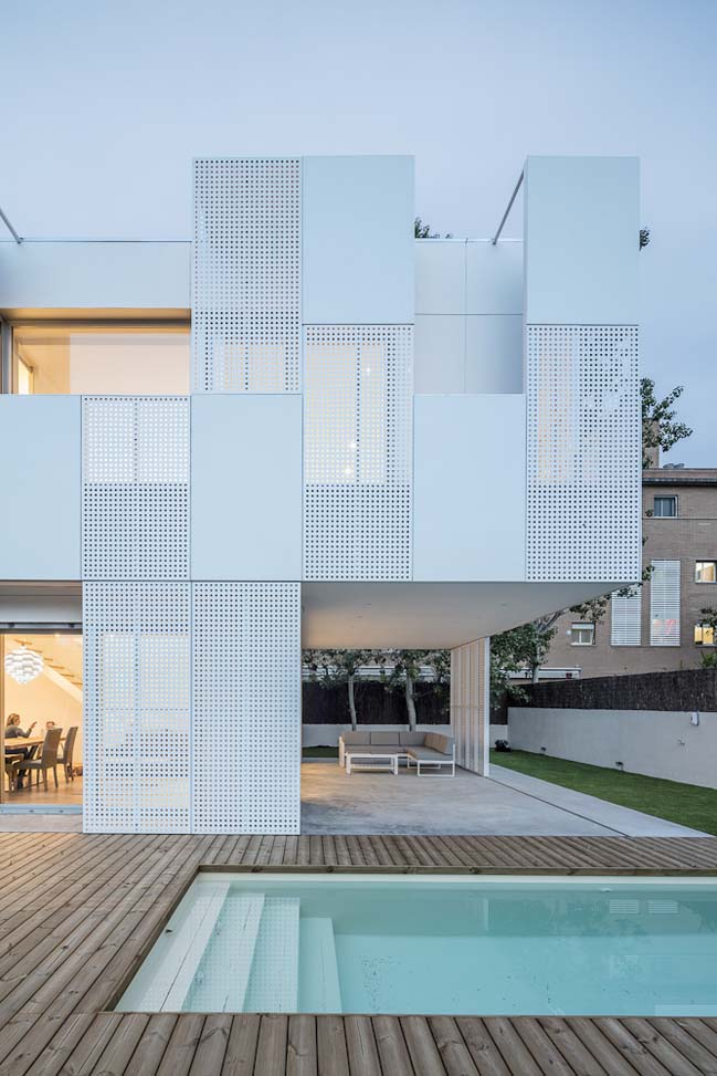 White single family house in Spain by Ral