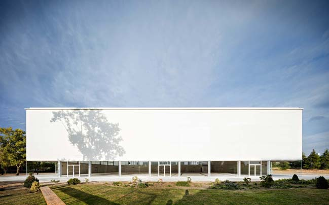 Multi-sport pavilion by Alberto Campo Baeza