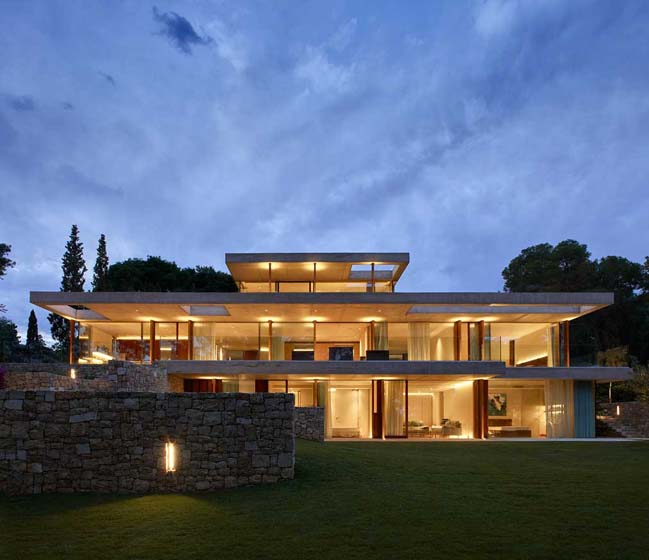 Luxury modern house in the Pine Forest by Ramón Esteve Estudio