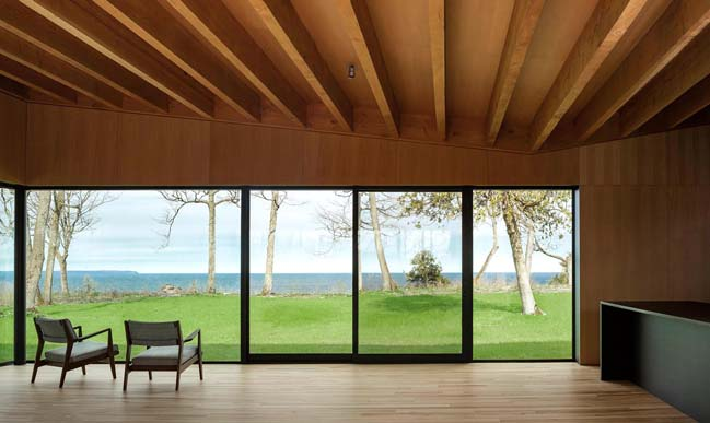 Michigan Lake House by Desai Chia Architecture