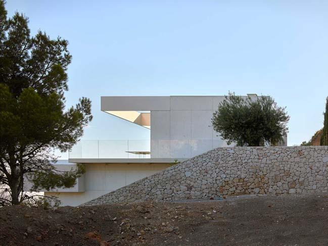 Luxury villa in Valencia by Ramón Esteve Estudio