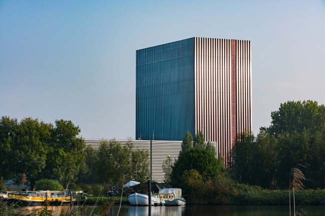 Datacenter AM4 by Benthem Crouwel Architects